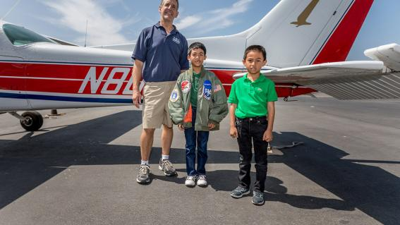 Kyer with his brother and pilot